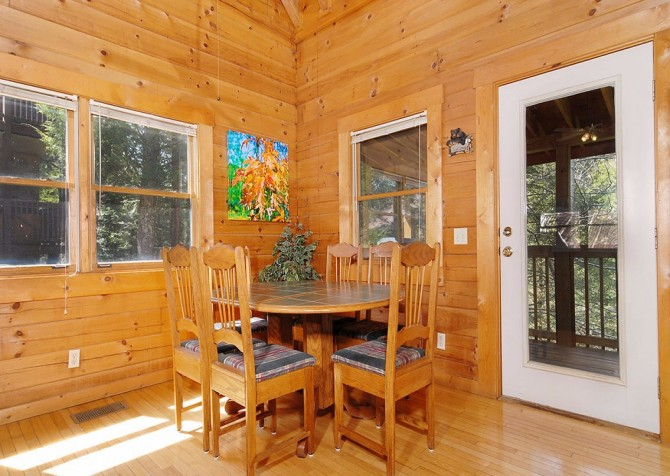 Gatlinburg Cabin- Our Mountain Home – Dining Area