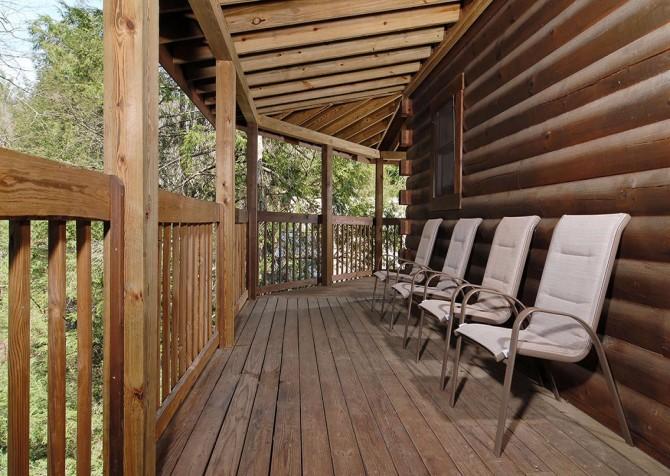 Gatlinburg Cabin- Our Mountain Home – Deck Chairs