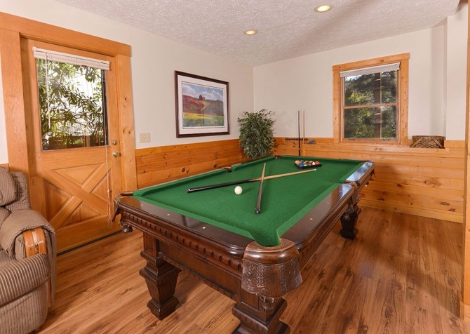 Gatlinburg Cabin- Our Mountain Home – Pool Table