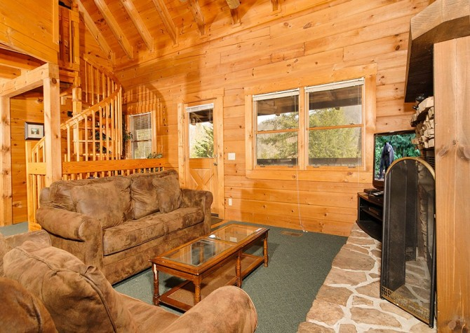 Gatlinburg Cabin- Our Mountain Home – Living Room