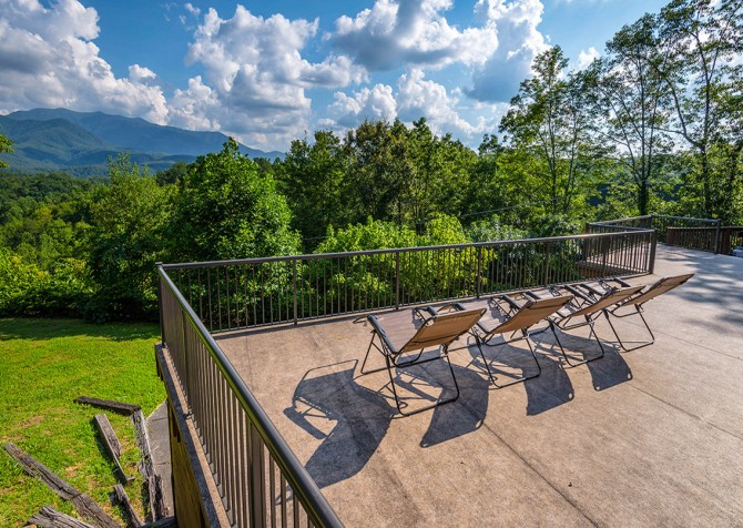 Gatlinburg Cabin- Panorama Point – Deck View