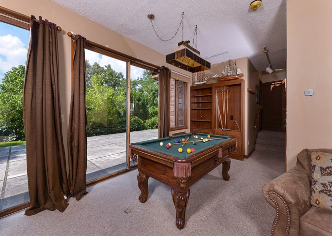 Gatlinburg Cabin- Panorama Point – Pool Table
