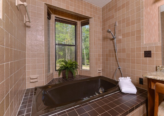 Gatlinburg Cabin- Panorama Point – Indoor Jetted Tub