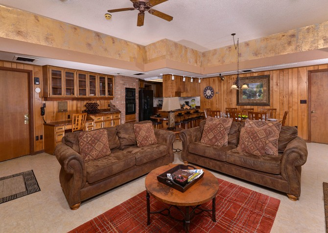 Gatlinburg Cabin- Panorama Point – Living Room