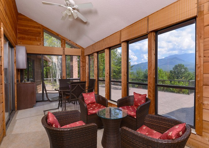 Gatlinburg Cabin- Panorama Point – Sun Room
