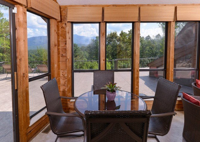 Gatlinburg Cabin- Panorama Point – Dining Area
