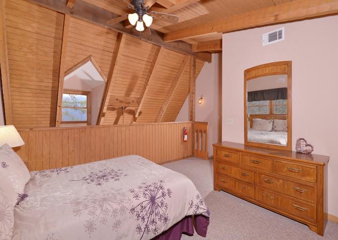 Gatlinburg Cabin- Paradise – Bedroom