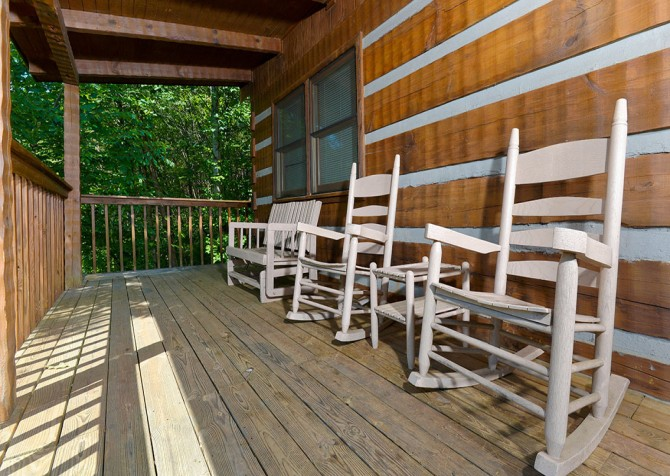 Gatlinburg Cabin- Paradise – Deck Rocking Chairs