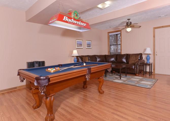 Gatlinburg Cabin- Paradise – Game Room