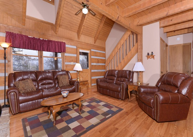 Gatlinburg Cabin- Paradise – Living Room