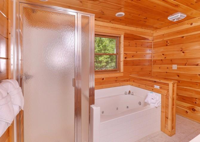 Gatlinburg Cabin - Pinnacle Vista Lodge - Bathroom