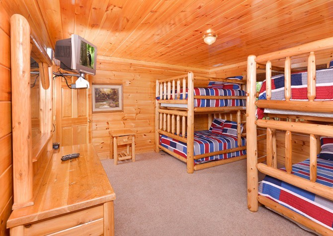 Gatlinburg Cabin - Pinnacle Vista Lodge - Bunk Room
