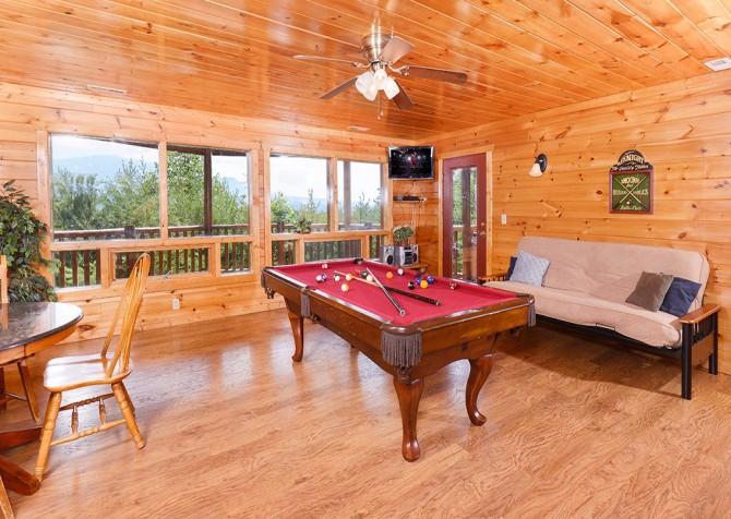 Gatlinburg Cabin - Pinnacle Vista Lodge - Pool Table