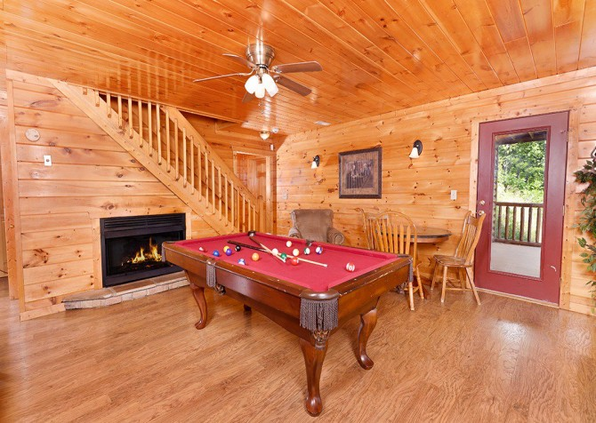 Gatlinburg Cabin - Pinnacle Vista Lodge - Pool Table