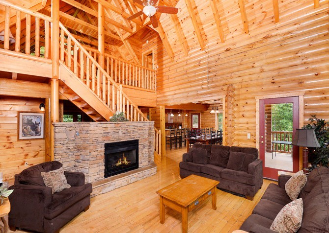 Gatlinburg Cabin - Pinnacle Vista Lodge - Living Room