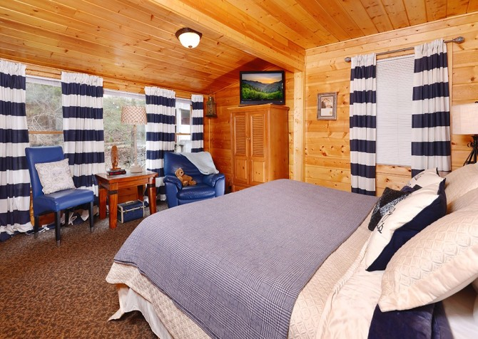 Gatlinburg Cabin Rentals - A Poolin' Around Cabin