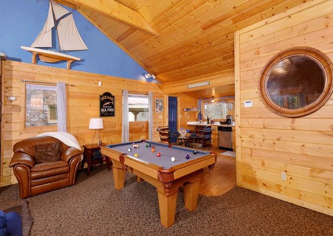 Gatlinburg - Pooling Around – Pool Table
