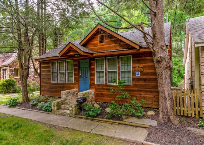 mountains tennessee rent in friendly tn you pet ole gatlinburg cabins moonshine rentals photos luxury holler smoky for cabin