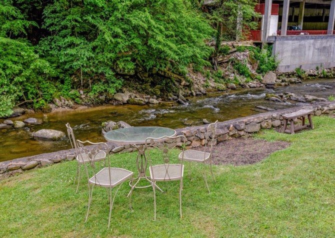 Gatlinburg - Pooling Around – Exterior Back Patio