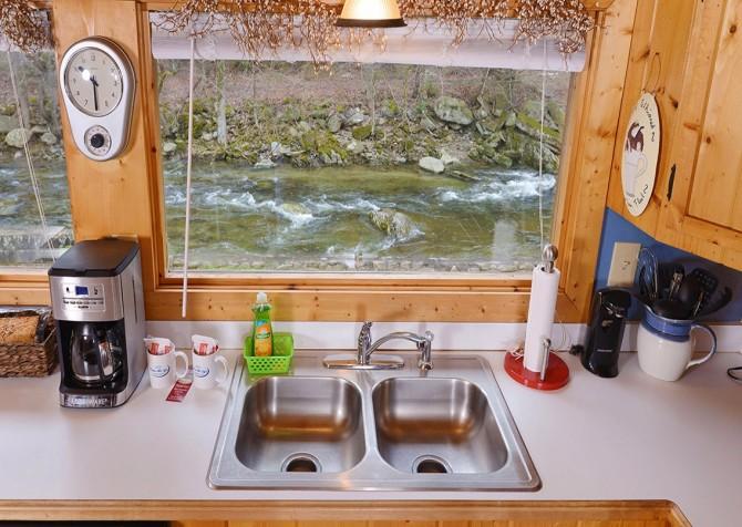 Gatlinburg - Pooling Around – Kitchen