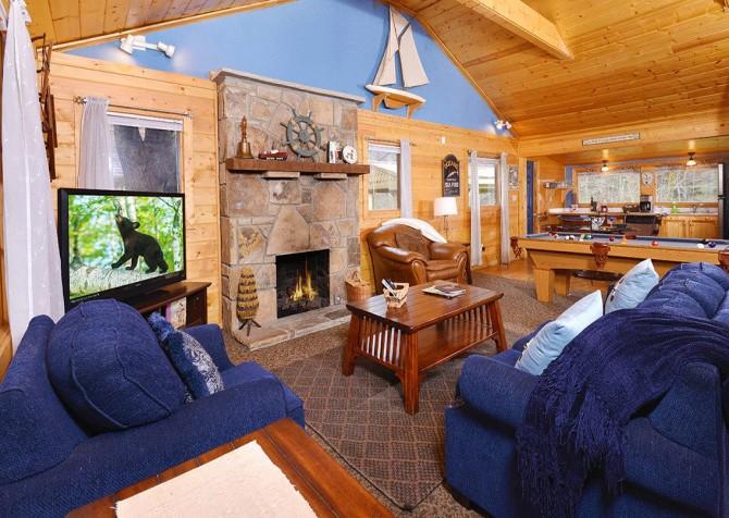 Gatlinburg - Pooling Around – Living Room