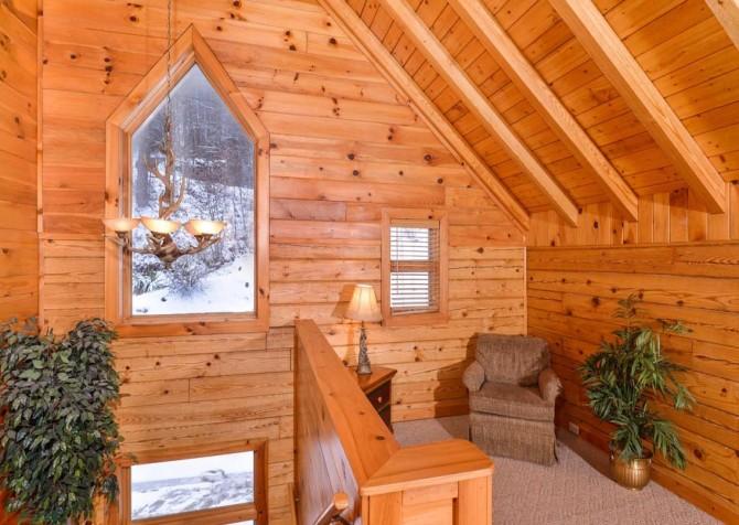 Gatlinburg Cabin- Pop A Bear – Loft Sitting Area