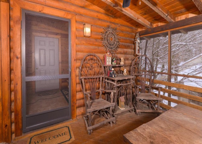 Gatlinburg Cabin- Pop A Bear – Deck