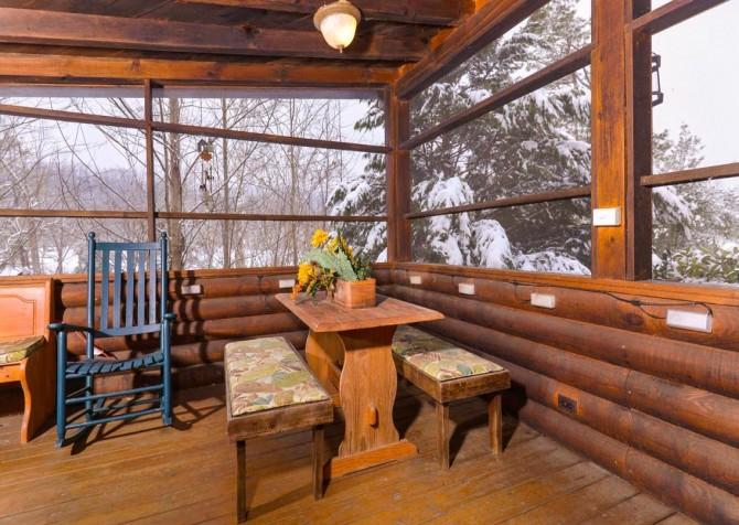 Gatlinburg Cabin- Pop A Bear – Screened In Deck