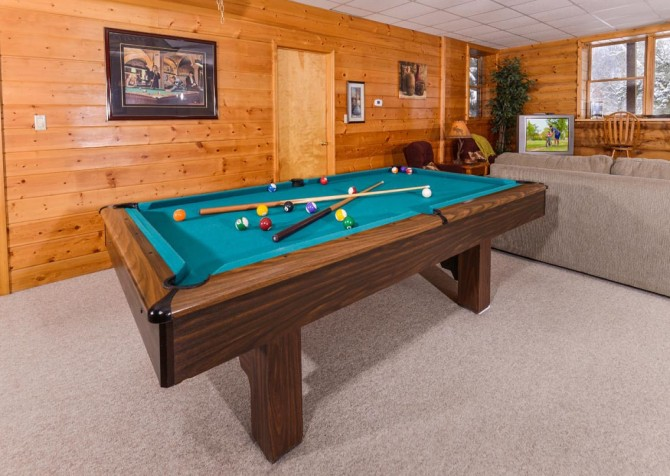 Gatlinburg Cabin- Pop A Bear – Pool Table