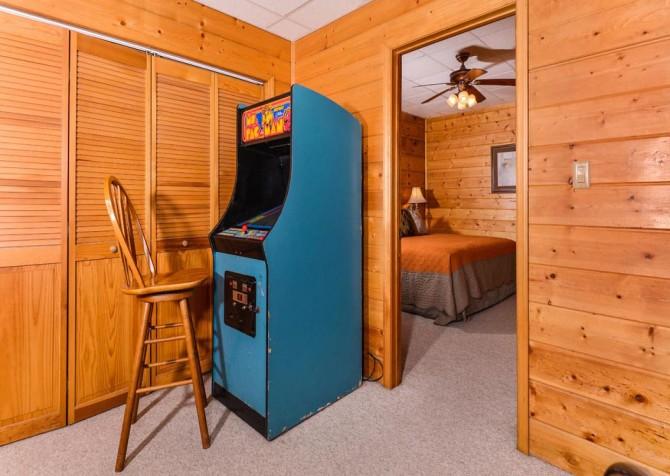 Gatlinburg Cabin- Pop A Bear – Arcade Game