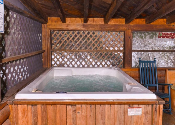 Gatlinburg Cabin- Pop A Bear – Outdoor Hot Tub