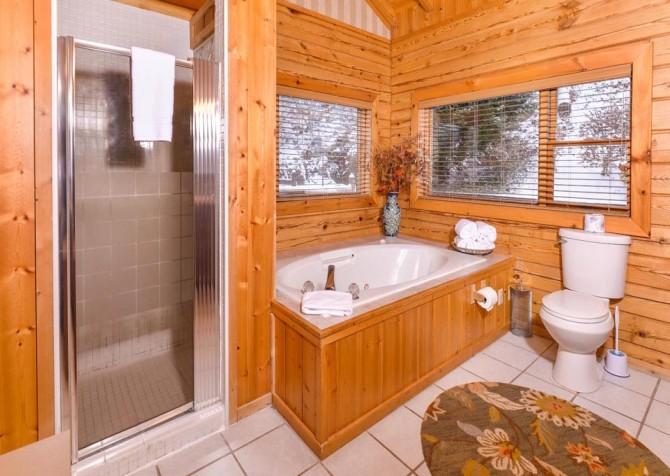 Gatlinburg Cabin- Pop A Bear – Indoor Jetted Tub