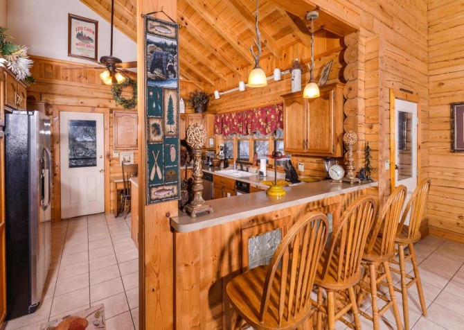 Gatlinburg Cabin- Pop A Bear – Kitchen