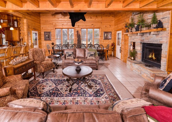Gatlinburg Cabin- Pop A Bear – Living Room