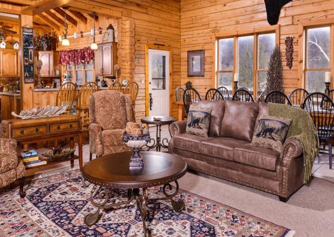 Gatlinburg Cabin- Pop A Bear – Living Room