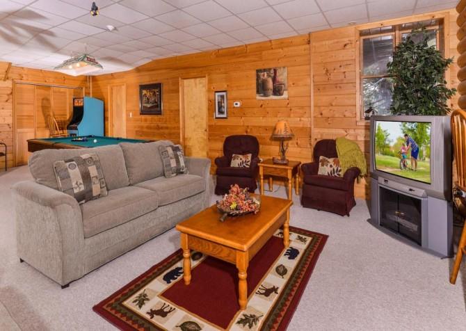 Gatlinburg Cabin- Pop A Bear – Media Room