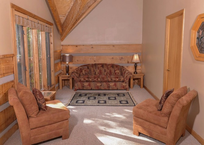 Gatlinburg Cabin- Powdermill Lodge – Sitting Area