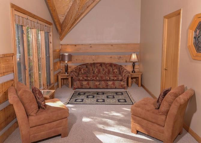 Gatlinburg Cabin- Powdermill Lodge – Sitting Area