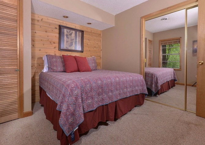 Gatlinburg Cabin- Powdermill Lodge – Bedroom