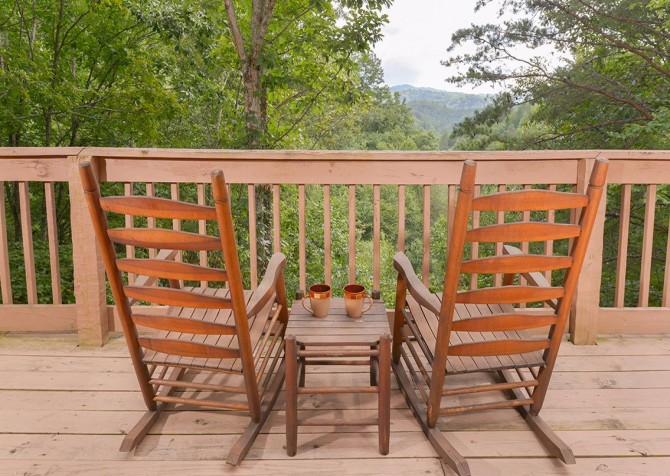 Gatlinburg Cabin- Powdermill Lodge – Rocking Chairs View