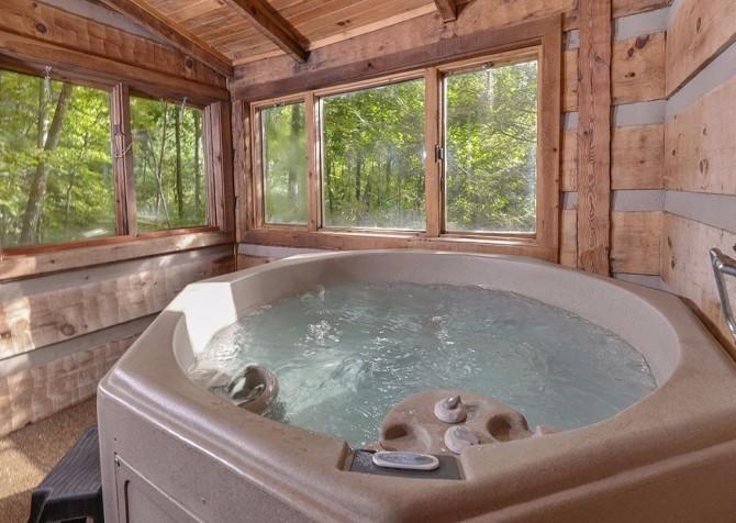 Gatlinburg cabin rentals powdermill lodge for Cabin in gatlinburg with hot tub