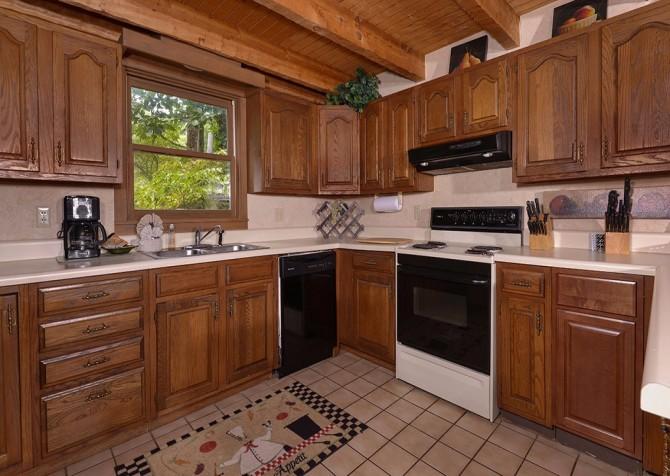 Gatlinburg Cabin- Powdermill Lodge – Kitchen