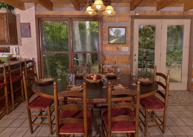 Gatlinburg Cabin- Powdermill Lodge – Dining Area