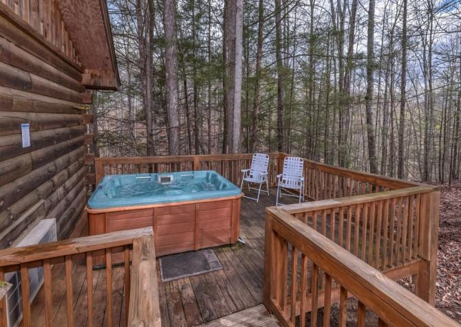 Gatlinburg Cabin- Precious Moments – Outdoor Hot Tub