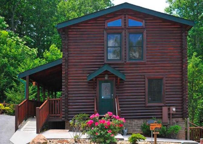 Queen's Log Cabin