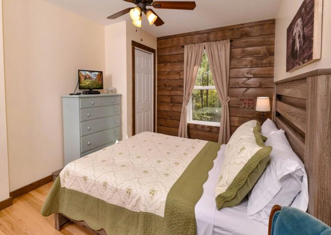 Gatlinburg - Red Bud Cottage - Bedroom Two