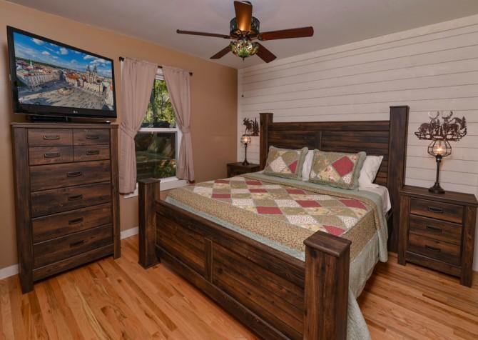 Gatlinburg - Red Bud Cottage - Bedroom One