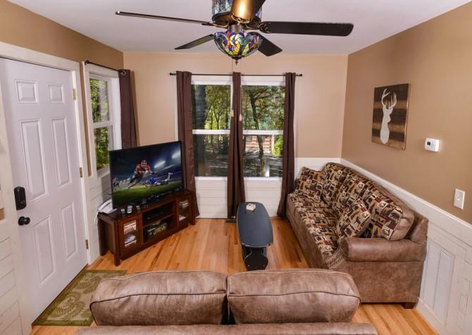 Gatlinburg - Red Bud Cottage - Living Room