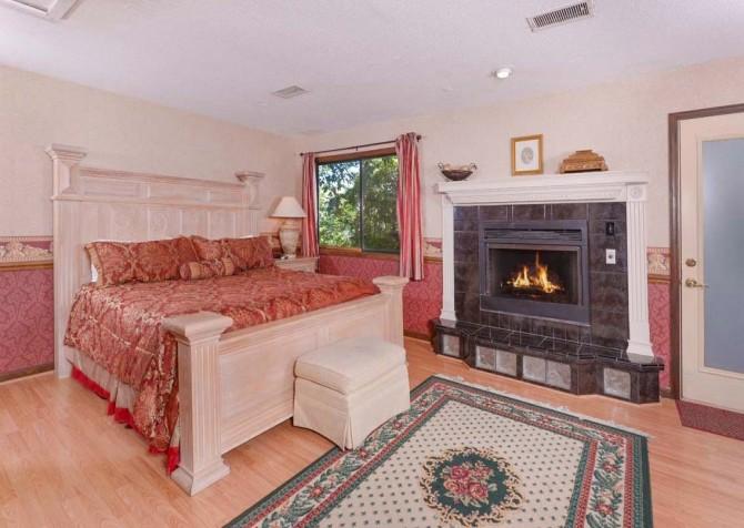 Pigeon Forge - A Romantic Hideaway - Bedroom