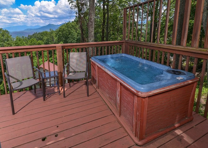Pigeon Forge - A Romantic Hideaway - Hot Tub